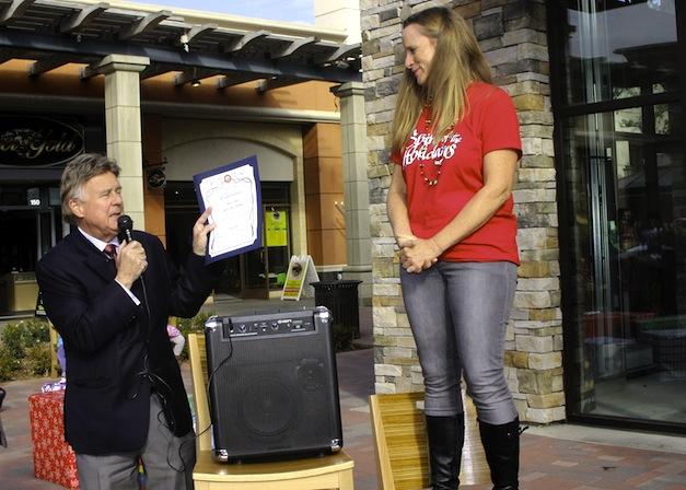 Mayor presenting accomodation to Lori